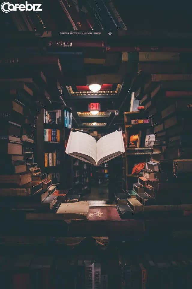 """Phương pháp """"8 phía đều là kẻ địch"""": Cách đọc sách hiệu quả của người thông minh - ảnh 1"""