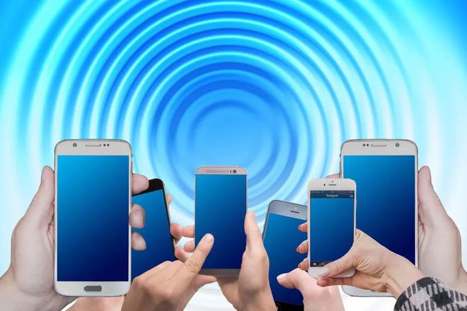 Điện thoại Android mất giá nhanh gấp đôi iPhone - ảnh 1