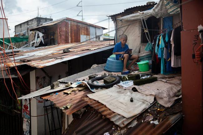 Học trực tuyến ở Philippines: Băng rừng lên núi, trèo nóc nhà hay ra nghĩa địa chỉ để có Internet, việc học chưa bao giờ gian nan đến thế! - ảnh 4
