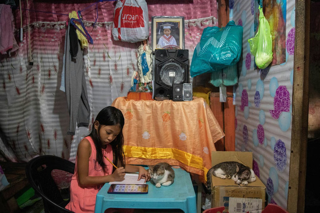 Học trực tuyến ở Philippines: Băng rừng lên núi, trèo nóc nhà hay ra nghĩa địa chỉ để có Internet, việc học chưa bao giờ gian nan đến thế! - ảnh 6