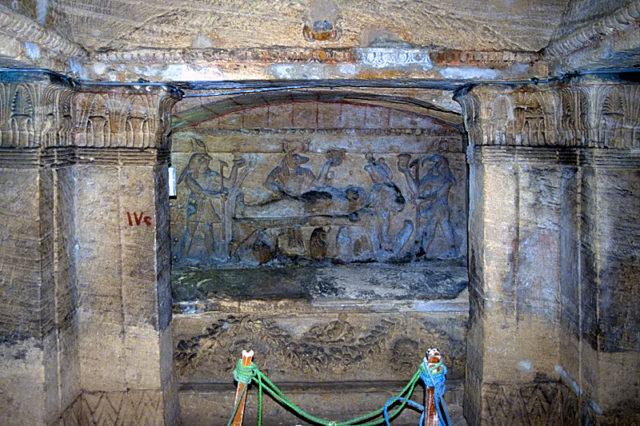Đang kéo xe chở đá nặng, con lừa khốn khổ bị rơi xuống cái hố nào ngờ nhờ đó mà phát hiện ra công trình lịch sử đồ sộ gây choáng ngợp - ảnh 5