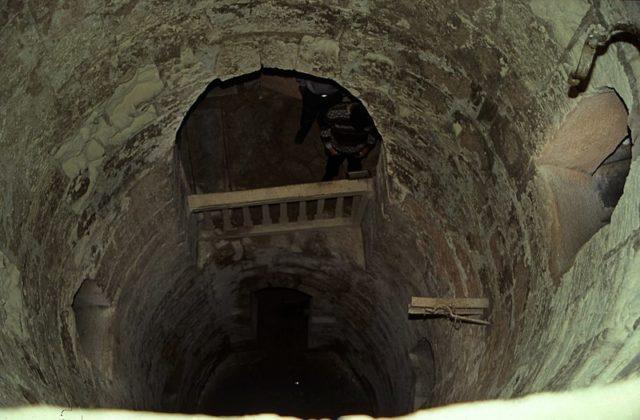 Đang kéo xe chở đá nặng, con lừa khốn khổ bị rơi xuống cái hố nào ngờ nhờ đó mà phát hiện ra công trình lịch sử đồ sộ gây choáng ngợp - ảnh 6