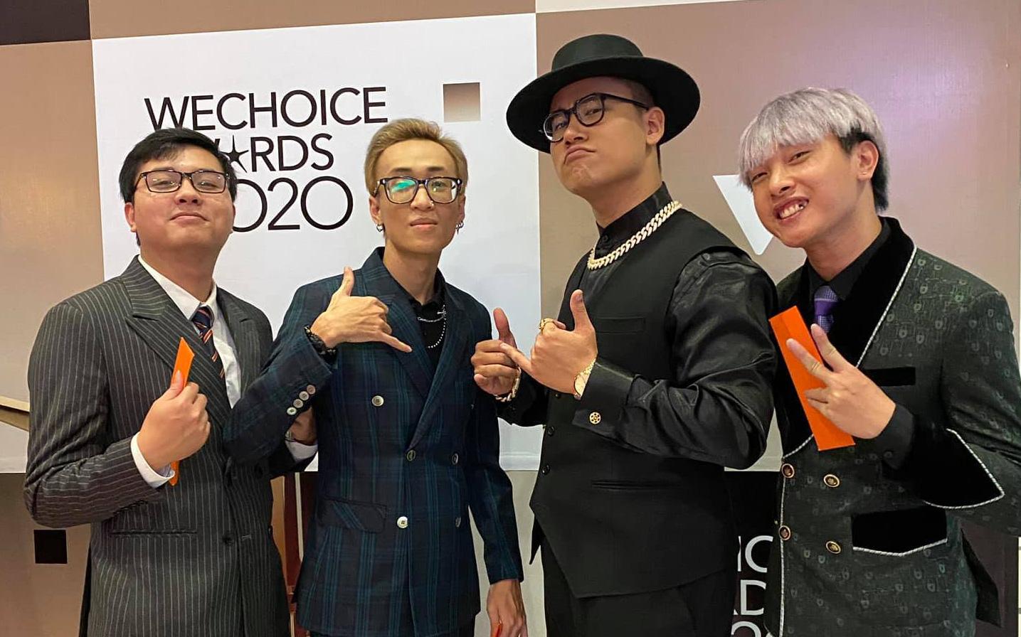 """""""Ai rồi cũng mê rap"""", dàn BLV và game thủ Liên Quân Mobile hào hứng check-in cùng MCK, GDucky tại WeChoice Awards 2020"""