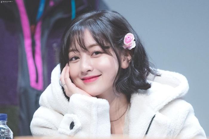 Trưởng nhóm Twice khiến dân tình tranh cãi khi để tóc bob: Visual thăng hạng đến độ từng lấn át cả Sana? - Ảnh 2.