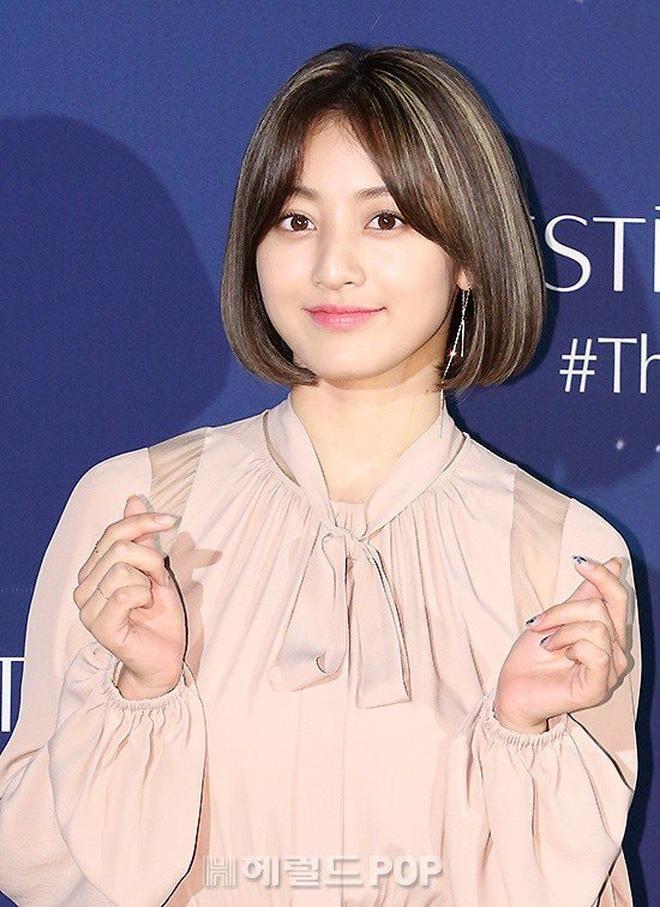 Trưởng nhóm Twice khiến dân tình tranh cãi khi để tóc bob: Visual thăng hạng đến độ từng lấn át cả Sana? - Ảnh 7.