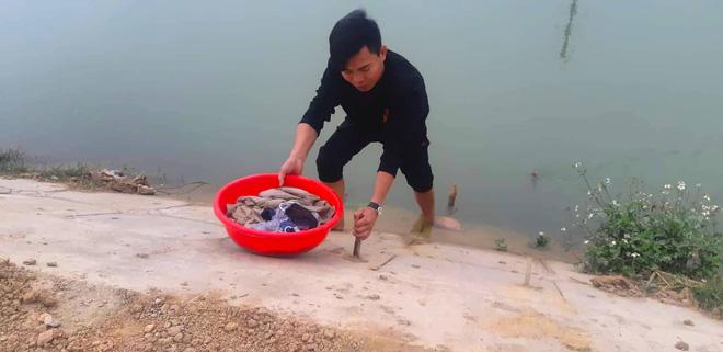 Vụ bé 9 tuổi rơi xuống sông, tử vong vì không có chỗ bám: Giải pháp nào cứu dòng sông tử thần? - ảnh 9
