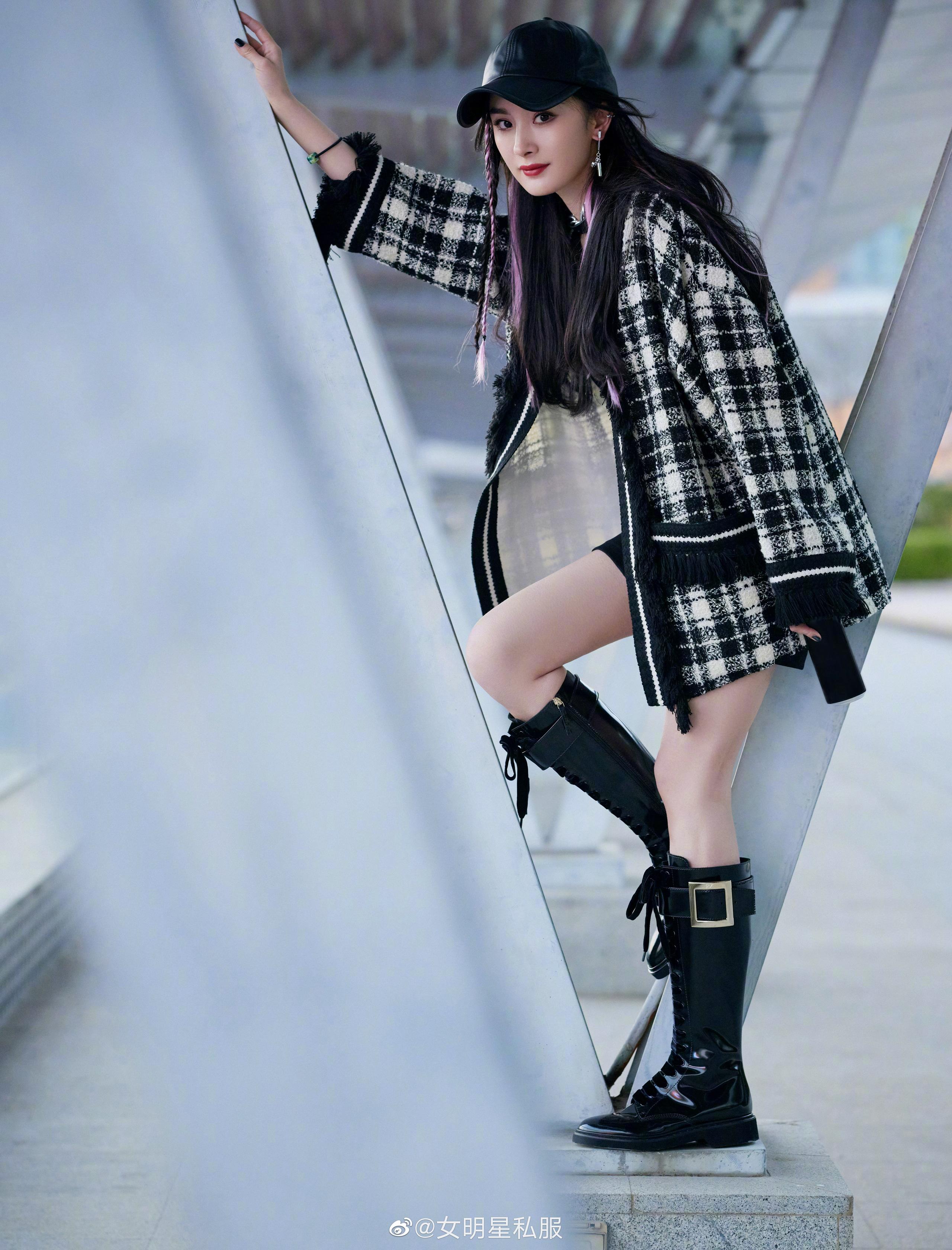 Nhờ cao tay chỉnh váy mà Dương Mịch khoe được đôi chân cực phẩm, hack tuổi trẻ trung đến gái 20 cũng ghen tị - Ảnh 3.