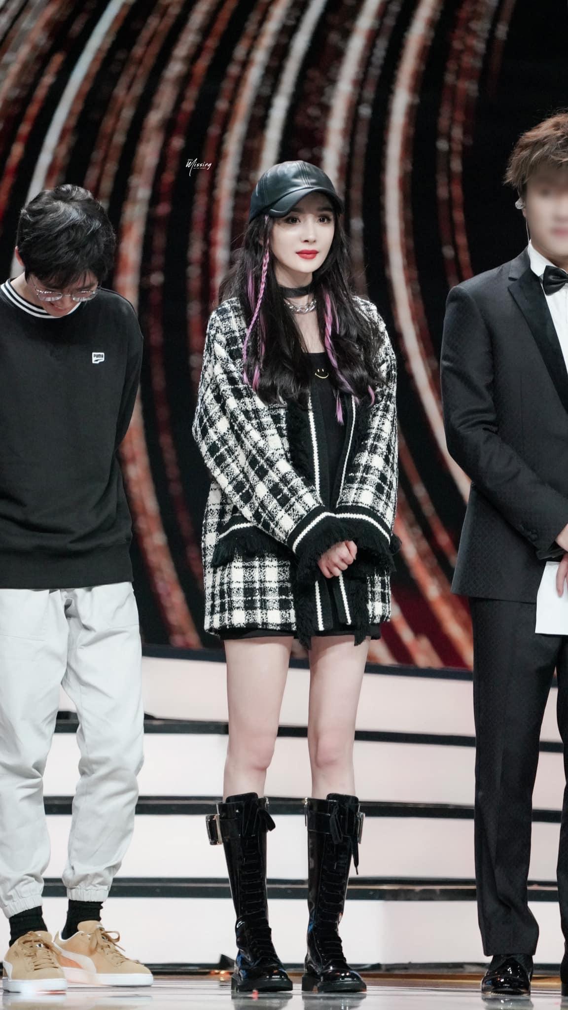 Nhờ cao tay chỉnh váy mà Dương Mịch khoe được đôi chân cực phẩm, hack tuổi trẻ trung đến gái 20 cũng ghen tị - Ảnh 5.