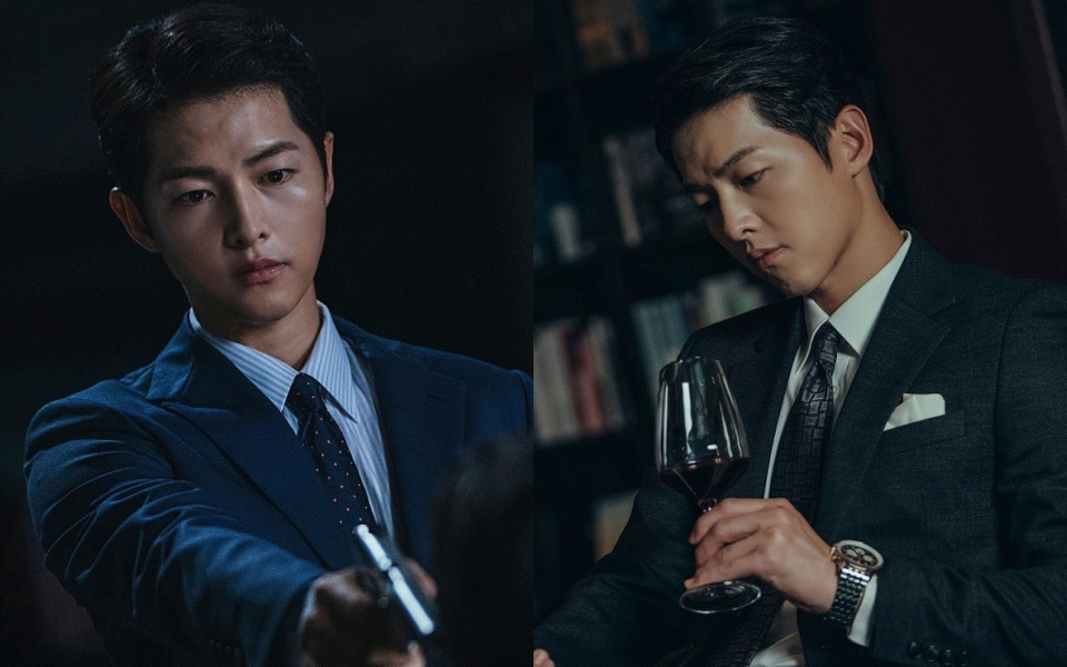 """""""Trùm mafia"""" Song Joong Ki trầm ngâm bên ly rượu trong Vincenzo, còn úp mở: """"Phim cực kì khó đoán"""""""