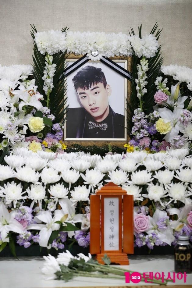 Hé lộ hình ảnh bên trong đám tang thành viên hụt BTS, chị gái lên tiếng quyết giữ kín nguyên nhân tử vong - Ảnh 3.