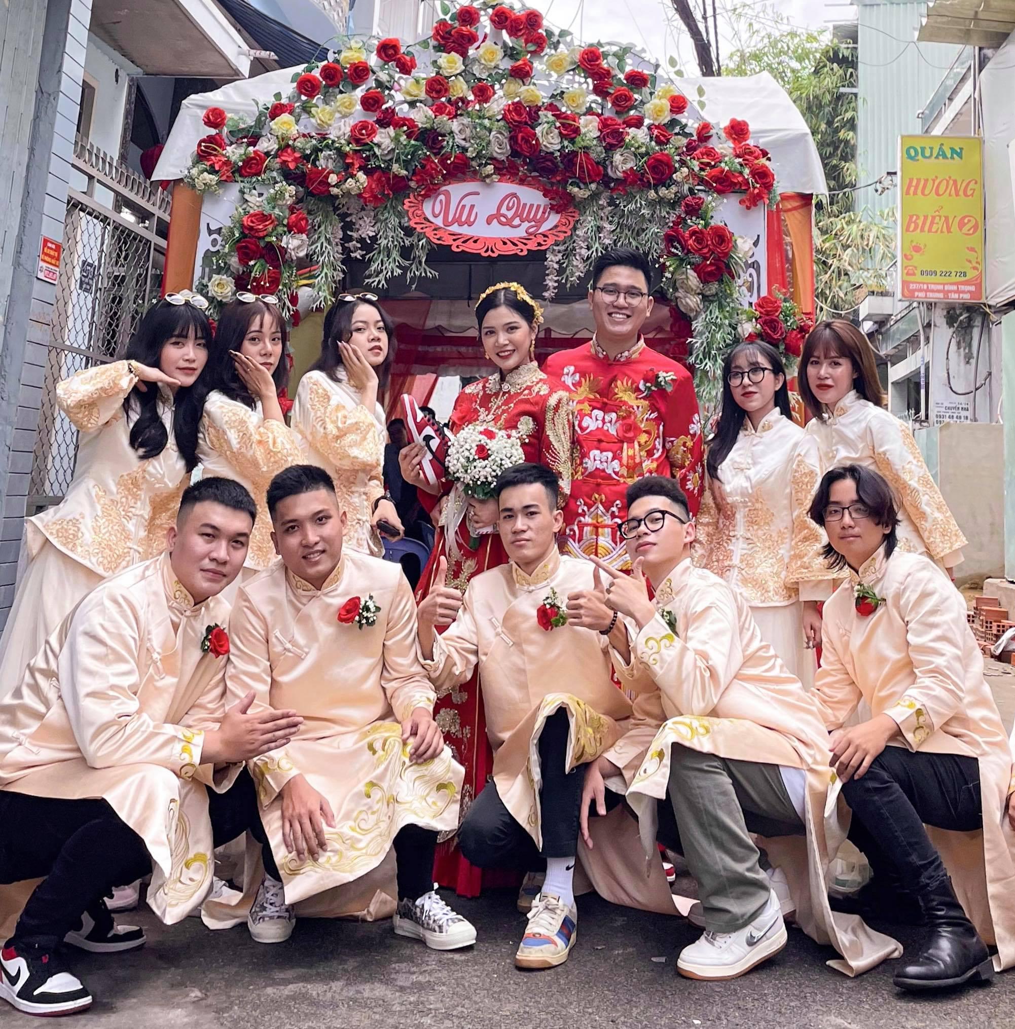 Lác cả mắt trước dàn dâu rể lên đồ chất phát ngất, đi toàn sneaker xịn sò trong đám cưới của cô dâu gốc Hoa - Ảnh 1.