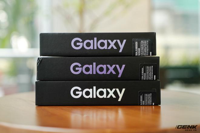 Mở hộp bộ ba Galaxy S21: Từ hộp đến máy mọi thứ đều mỏng gọn, S21 Ultra có màu Bạc Ngẫu Hứng rất đẹp - ảnh 2