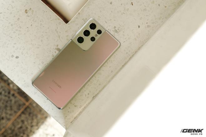 Mở hộp bộ ba Galaxy S21: Từ hộp đến máy mọi thứ đều mỏng gọn, S21 Ultra có màu Bạc Ngẫu Hứng rất đẹp - ảnh 11