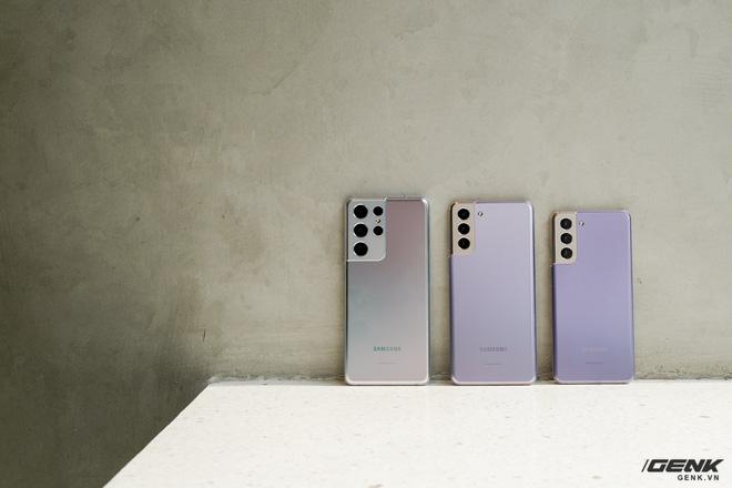 Mở hộp bộ ba Galaxy S21: Từ hộp đến máy mọi thứ đều mỏng gọn, S21 Ultra có màu Bạc Ngẫu Hứng rất đẹp - ảnh 12