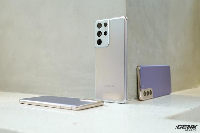 Mở hộp bộ ba Galaxy S21: Từ hộp đến máy mọi thứ đều mỏng gọn, S21 Ultra có màu Bạc Ngẫu Hứng rất đẹp - ảnh 13