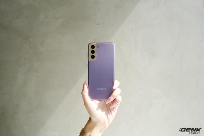 Mở hộp bộ ba Galaxy S21: Từ hộp đến máy mọi thứ đều mỏng gọn, S21 Ultra có màu Bạc Ngẫu Hứng rất đẹp - ảnh 25