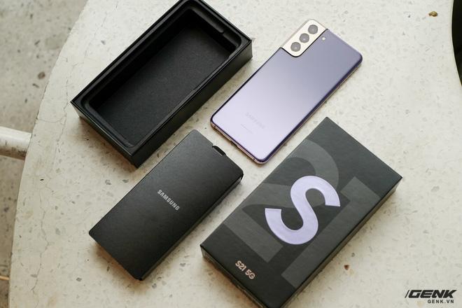 Mở hộp bộ ba Galaxy S21: Từ hộp đến máy mọi thứ đều mỏng gọn, S21 Ultra có màu Bạc Ngẫu Hứng rất đẹp - ảnh 4