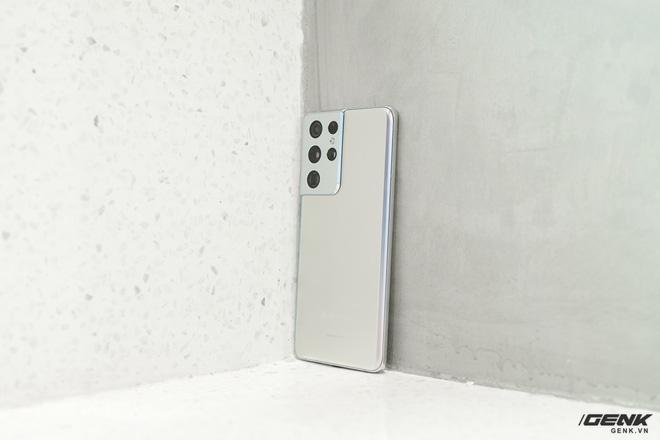 Mở hộp bộ ba Galaxy S21: Từ hộp đến máy mọi thứ đều mỏng gọn, S21 Ultra có màu Bạc Ngẫu Hứng rất đẹp - ảnh 6