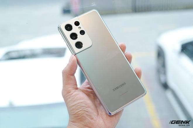 Mở hộp bộ ba Galaxy S21: Từ hộp đến máy mọi thứ đều mỏng gọn, S21 Ultra có màu Bạc Ngẫu Hứng rất đẹp - ảnh 7