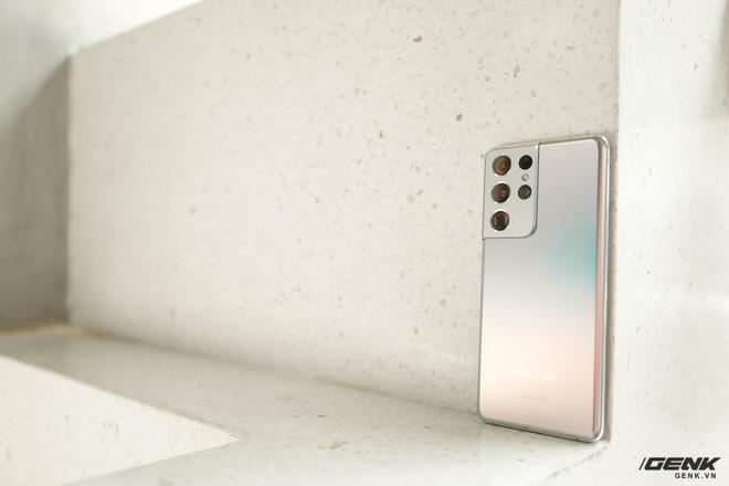 Mở hộp bộ ba Galaxy S21: Từ hộp đến máy mọi thứ đều mỏng gọn, S21 Ultra có màu Bạc Ngẫu Hứng rất đẹp - ảnh 8