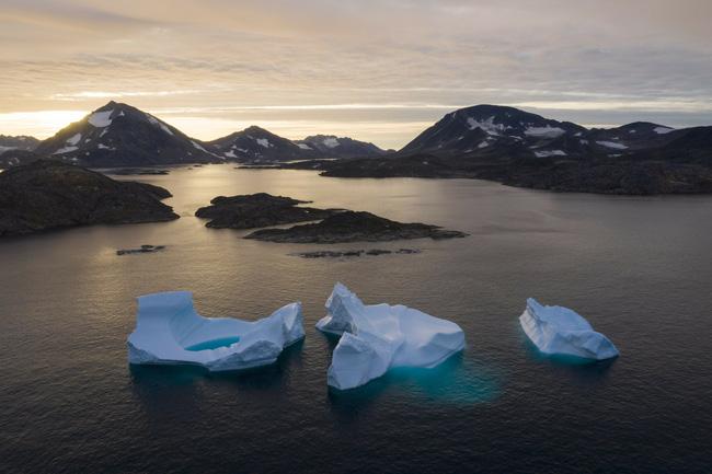 Khoảng 28.000 tỷ tấn băng đã tan trong 30 năm qua - ảnh 1