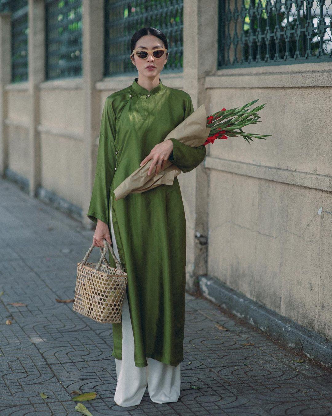 """Instagram look của sao Việt tuần qua: Đồ đen """"chiếm sóng"""", riêng Hà Tăng khoe khí chất cao sang với áo dài - Ảnh 9."""