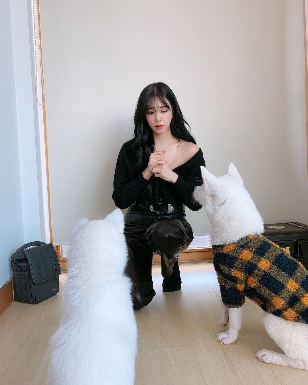 Những mỹ nhân hot nhất Kbiz đều đang mê mệt kiểu áo trễ nải này: Jennie, Jisoo, Irene… không ngại đụng hàng liên hoàn - Ảnh 5.