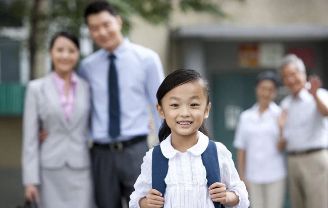 Bị cô giáo gọi bằng cái tên thiếu tế nhị giữa buổi họp phụ huynh, người mẹ nói lại vài câu khiến ai có mặt đều lặng người - Ảnh 1.