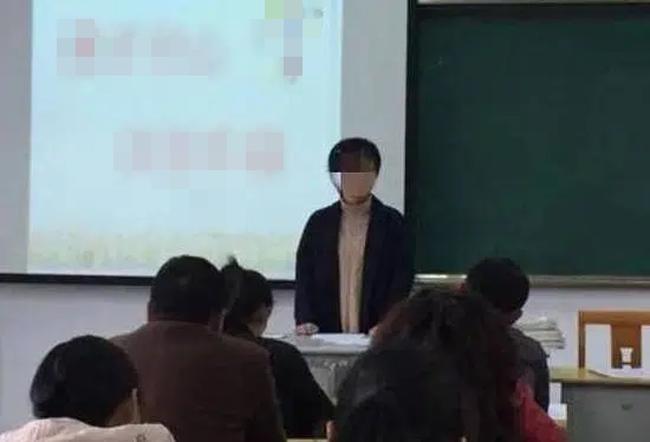Bị cô giáo gọi bằng cái tên thiếu tế nhị giữa buổi họp phụ huynh, người mẹ nói lại vài câu khiến ai có mặt đều lặng người - Ảnh 2.