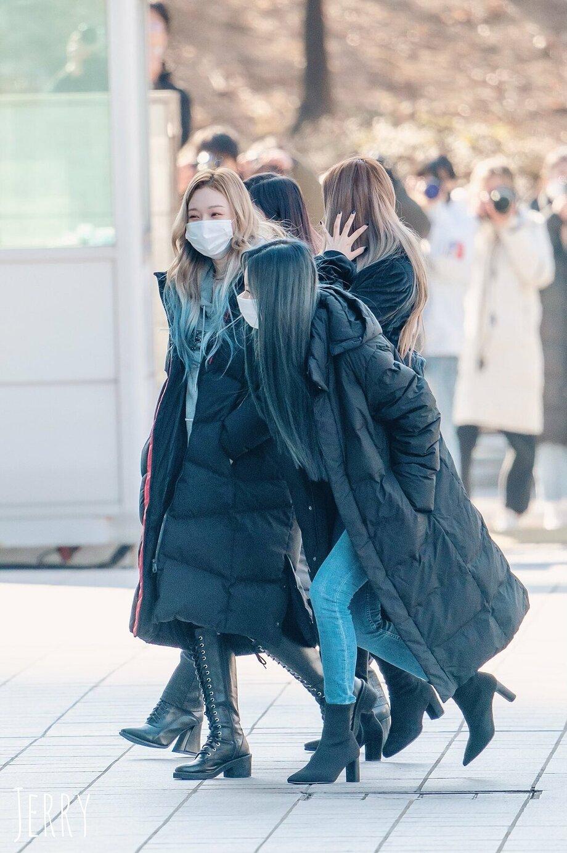 Sao Hàn mặc gì ngày đại hàn: Đỉnh cao mặc đẹp là khi diện toàn đồ dày sụ ấm áp mà vẫn tôn dáng đỉnh cao - Ảnh 8.