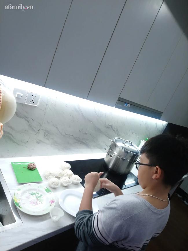 Mẹ Hà Nội khoe con có ý thức và nấu ăn ngon như đầu bếp nhà hàng, nhìn thành quả ai cũng xuýt xoa: Dạy con trai quá khéo! - Ảnh 2.