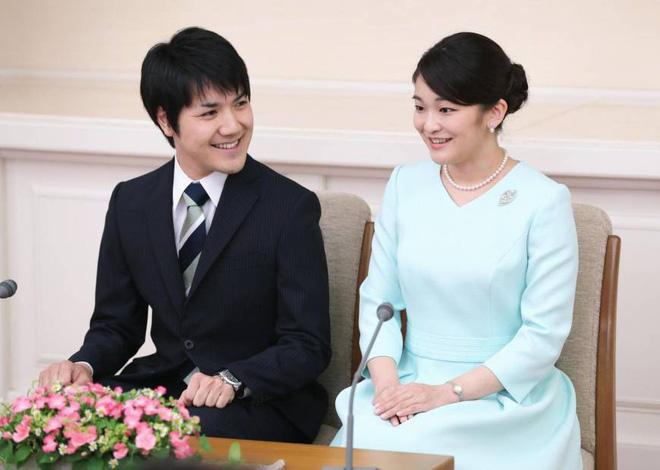Công chúa Nhật khiến dân chúng buồn lòng vì cưới thường dân: Từng là viên ngọc quý được yêu mến giờ chỉ thấy gượng cười mỗi lần xuất hiện - ảnh 8