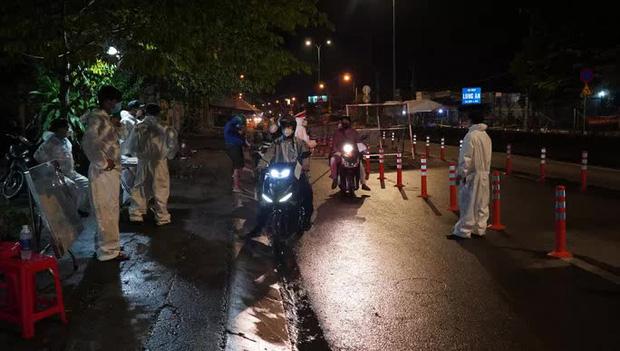 Diễn biến dịch ngày 11/10: Hành khách bay từ TP.HCM đến Đà Nẵng phải cách ly 14 ngày ở nơi cư trú; Nguy cơ bão chồng bão, người dân hạn chế về quê trong 10 ngày tới - Ảnh 1.