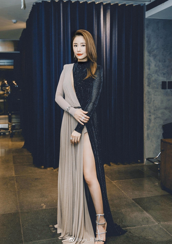 Lâm Tâm Như chắc có dớp thời trang: Lâu lắm mới đi sự kiện mà lại mắc lỗi nội y kém duyên - Ảnh 1.
