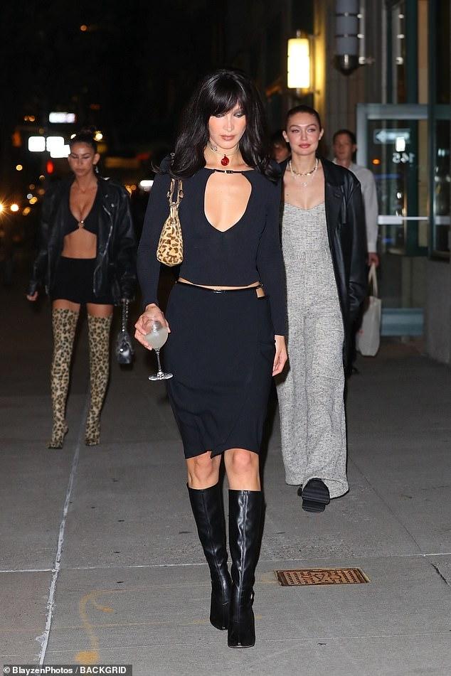 Chị em Bella Hadid đọ sắc ác liệt: Mẹ bỉm Gigi khoe vòng 1 sexy, cô em phô body nhức mắt nhưng lại gây thất vọng vì 1 chi tiết - Ảnh 3.
