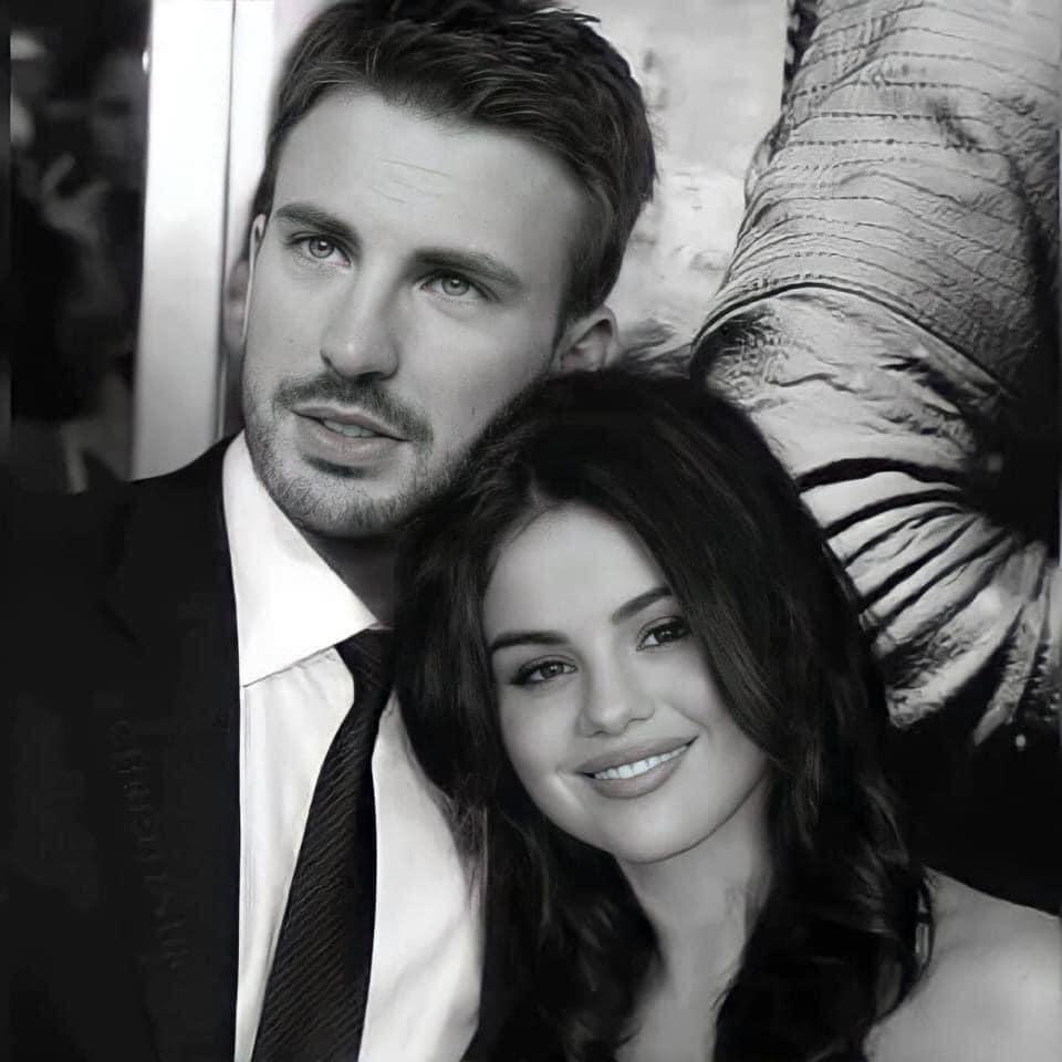 Cả MXH náo loạn vì Selena Gomez và Chris Evans lộ hình hẹn hò nét căng: Mùi mẫn trong xe không khác gì tình nhân? - Ảnh 4.