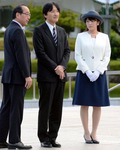 Công chúa Nhật khiến dân chúng buồn lòng vì cưới thường dân: Từng là viên ngọc quý được yêu mến giờ chỉ thấy gượng cười mỗi lần xuất hiện - ảnh 10