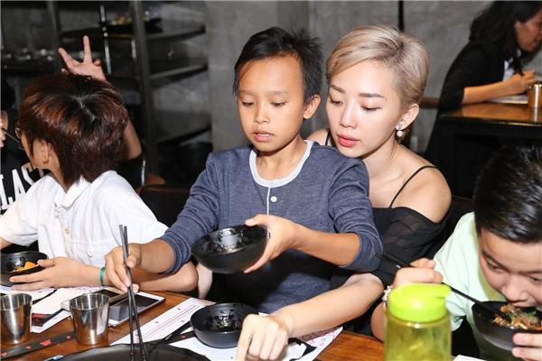 Sau khi khoá Facebook vì lên tiếng ồn ào của Hồ Văn Cường, Tóc Tiên có động thái mới trên Instagram?