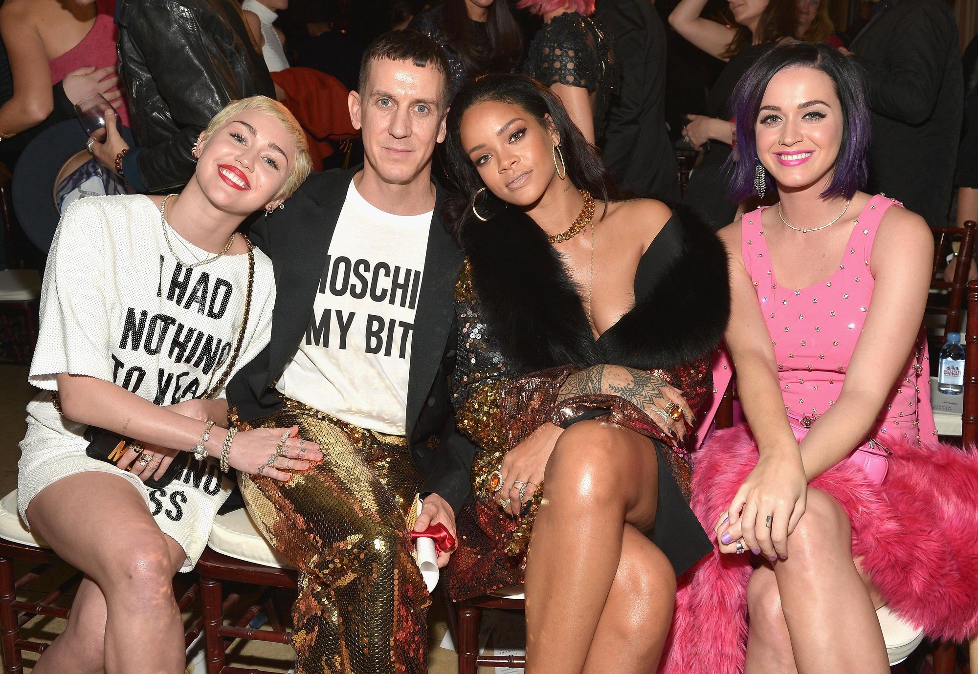 Khung hình quyền lực quy tụ toàn nhân vật máu mặt: Tỷ phú Rihanna và Kanye West chễm chệ, nhìn dàn sao ngồi cạnh mà choáng - Ảnh 4.