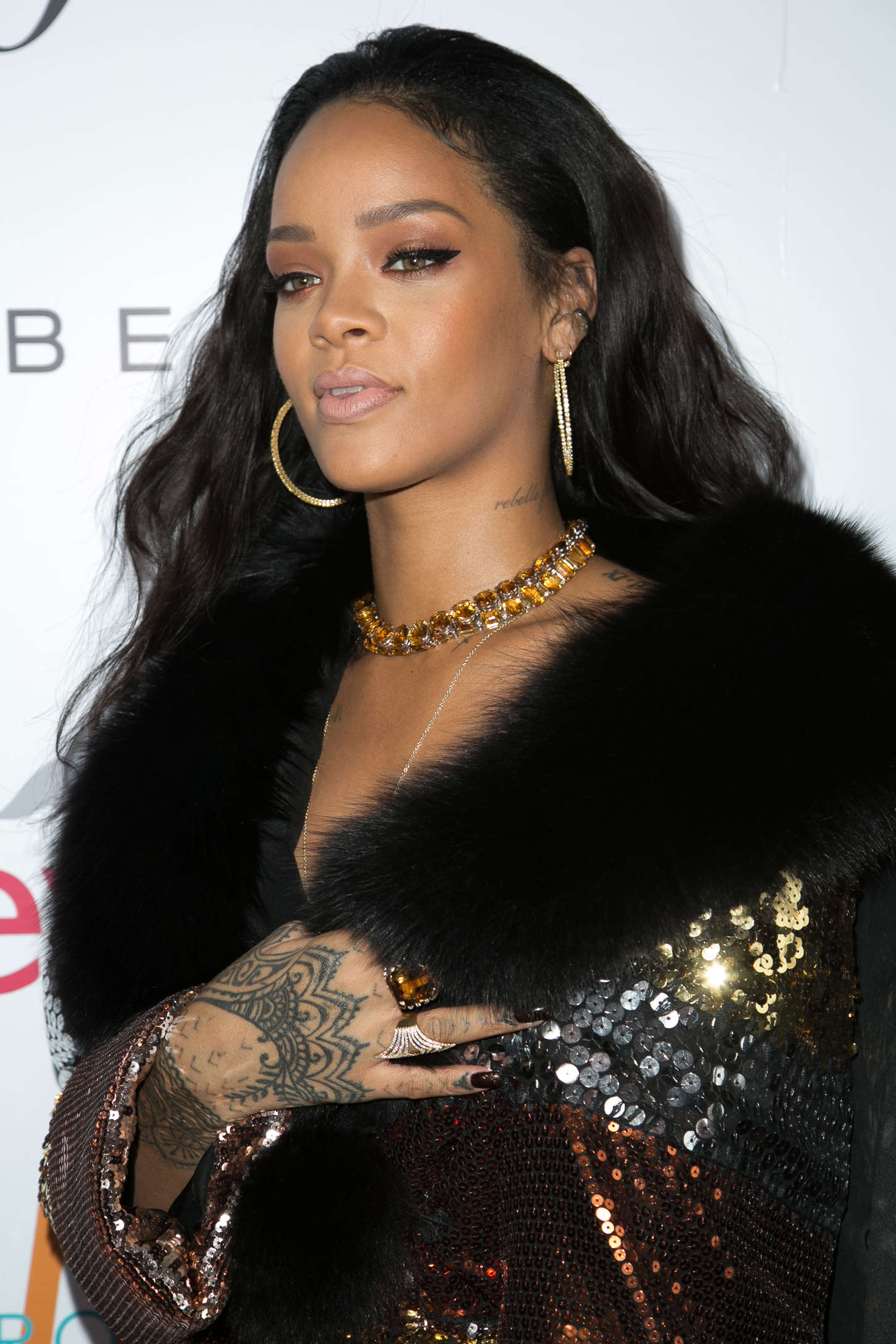 Khung hình quyền lực quy tụ toàn nhân vật máu mặt: Tỷ phú Rihanna và Kanye West chễm chệ, nhìn dàn sao ngồi cạnh mà choáng - Ảnh 10.
