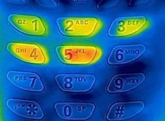Tại sao bàn phím trên máy ATM luôn được làm bằng kim loại? - ảnh 2