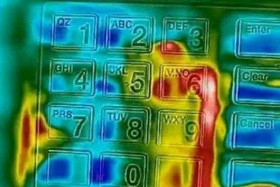 Tại sao bàn phím trên máy ATM luôn được làm bằng kim loại? - ảnh 3