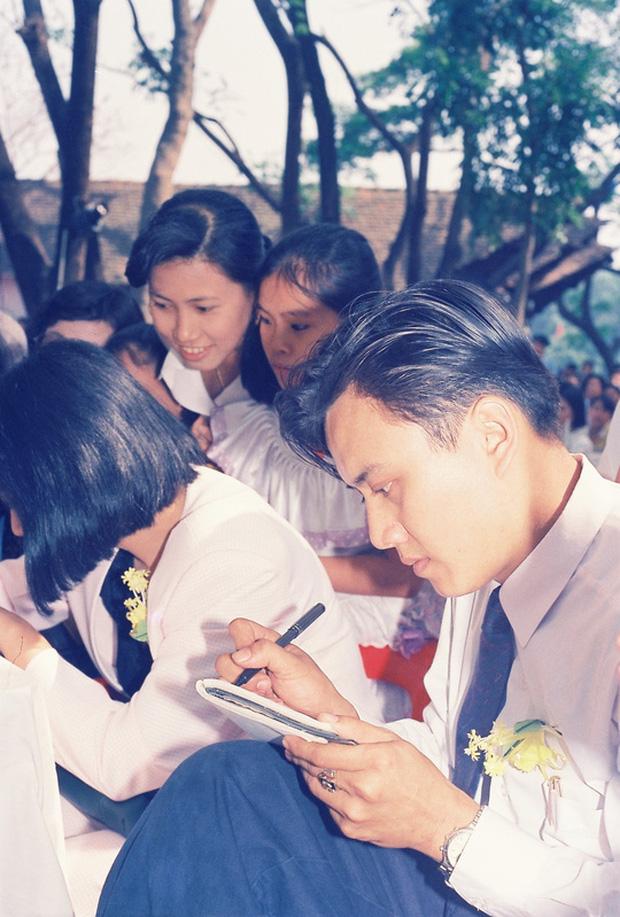 MC Quyền Linh, ông xã Hồng Vân đến thăm người bạn tài tử ra đi mãi mãi, khung hình hiếm gồm toàn nghệ sĩ gạo cội gây bồi hồi - Ảnh 4.