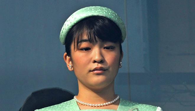 Công chúa Nhật khiến dân chúng buồn lòng vì cưới thường dân: Từng là viên ngọc quý được yêu mến giờ chỉ thấy gượng cười mỗi lần xuất hiện - ảnh 15