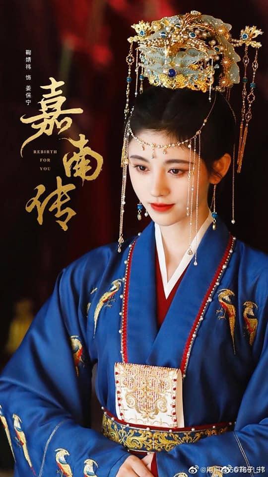 Cúc Tịnh Y bắt chước làm Hàm Hương nhưng thất bại, đội nguyên mâm hoa quả lên đầu cực lố ở trailer phim mới - Ảnh 6.