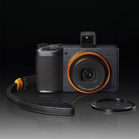 Soi mẫu máy ảnh của Lisa (BLACKPINK), giá cao ngất ngưởng vậy mà lúc nào cũng Mai Mee Tang Ka? - ảnh 4