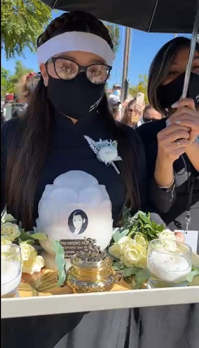 Con gái ruột Phi Nhung nói lời cảm tạ, rất xúc động vì 1 điều sau tang lễ của mẹ - Ảnh 3.