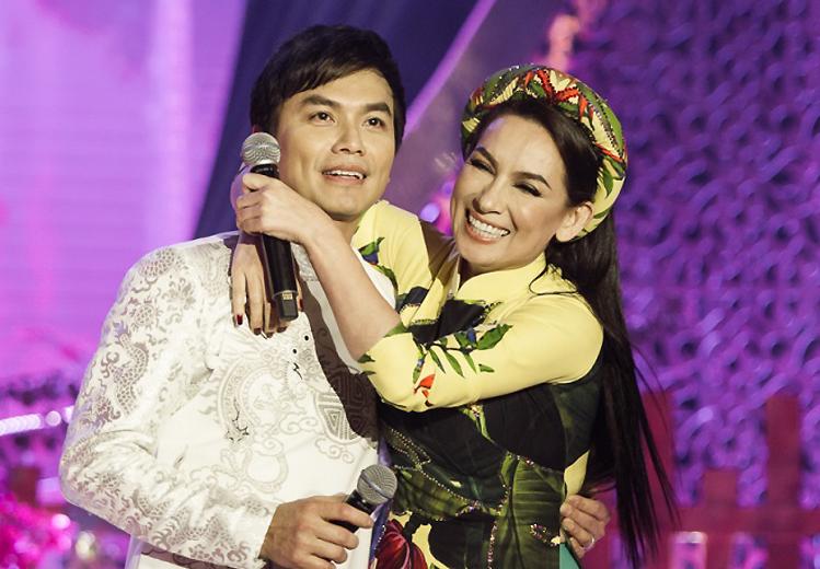 Netizen chú ý hình ảnh vòng hoa Mạnh Quỳnh gửi viếng Phi Nhung tại tang lễ ở Mỹ, chỉ 2 chữ nghe mà xót xa - Ảnh 6.