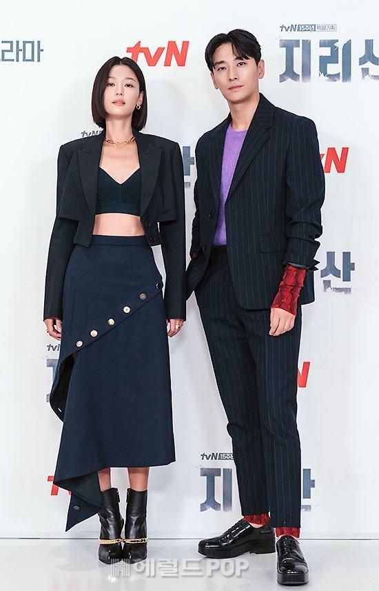 Sự kiện toàn cầu hot nhất hôm nay: Jeon Ji Hyun hở bạo khoe body khó tin, thái tử Joo Ji Hoon lần đầu hé lộ quan hệ với mợ chảnh - Ảnh 9.