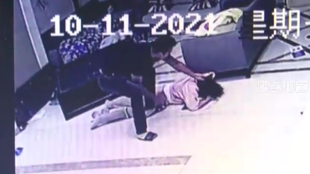 Biết bạn gái đi ngoại tình, thanh niên xăm trổ tới khách sạn đập nát Mercedes cô này đi mượn và đánh trọng thương 2 nhân viên - Ảnh 3.